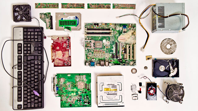 The-remains-of-the-PC-des-012.jpg